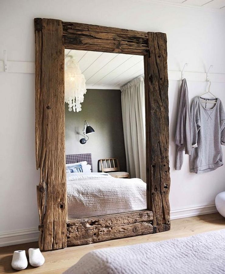Дзеркало візуально робить кімнату більш просторою