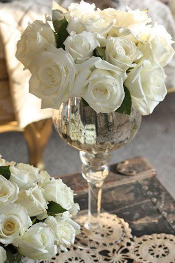Мініатюрний букет із троянд в інтер'єрі вітальні