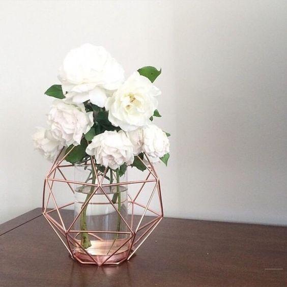 Букет із білих троянд