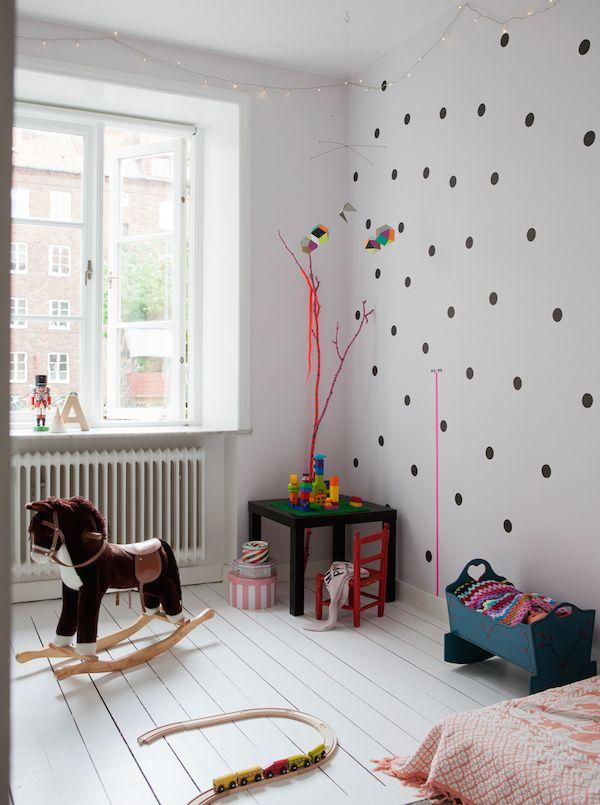 Дитяча кімната без зайвих меблів