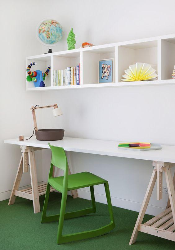 Освітлення робочого столу у дитячій кімнаті