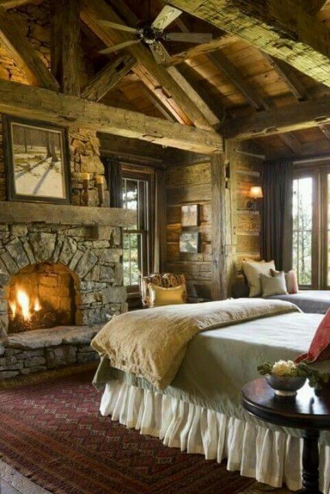 Кантрі інтер'єр спальні з каміном
