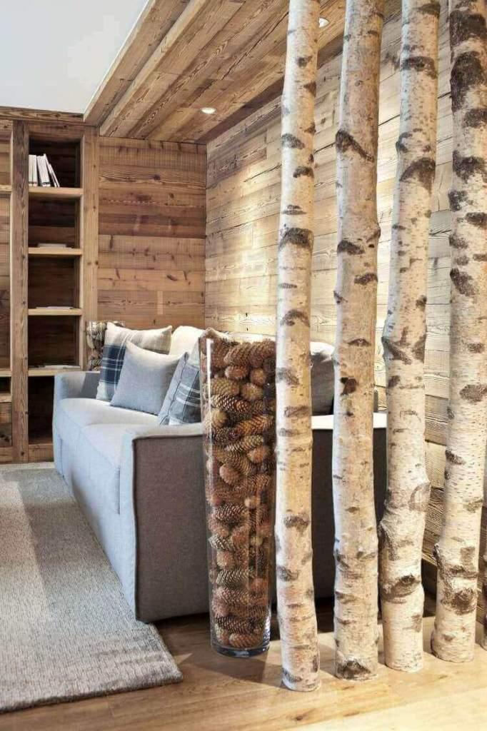 Інтер'єр вітальні кантрі з декором із натурального дерева