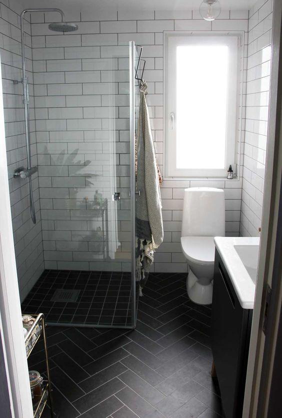 Мінімалістичний стиль ванни з темною підлогою