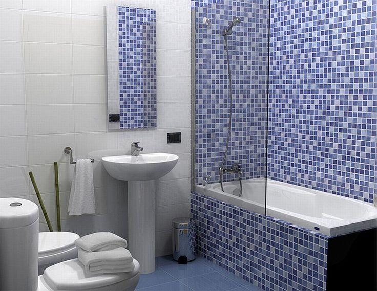 Мозаїчна плитка у маленькій ванній кімнаті