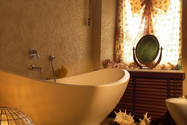 Оформлення маленької ванної рідкими шпалерами
