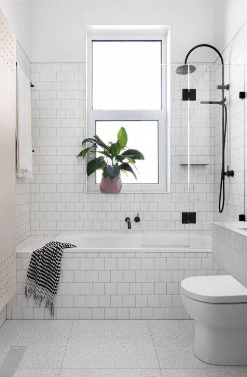 Облицювання ванної кімнати середньою плиткою