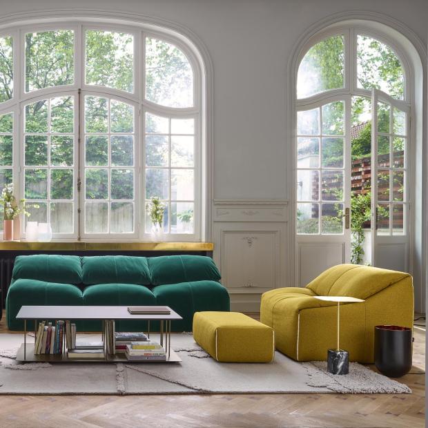 Об'ємні велюрові дивани - модна деталь в інтер'єрі 2018
