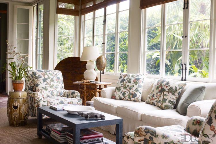 Дизайн веранди з декоративними подушками