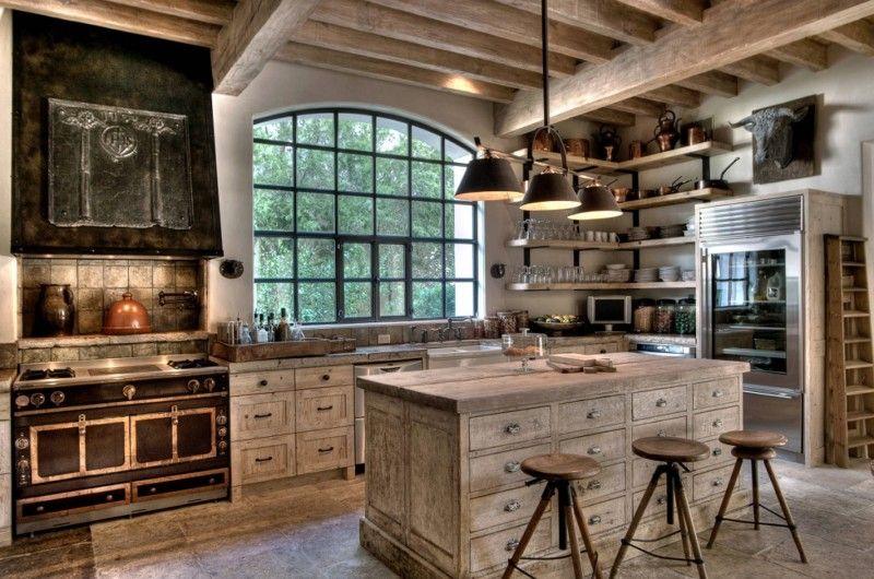 Кухонний острів з дерев'яною робочою поверхнею