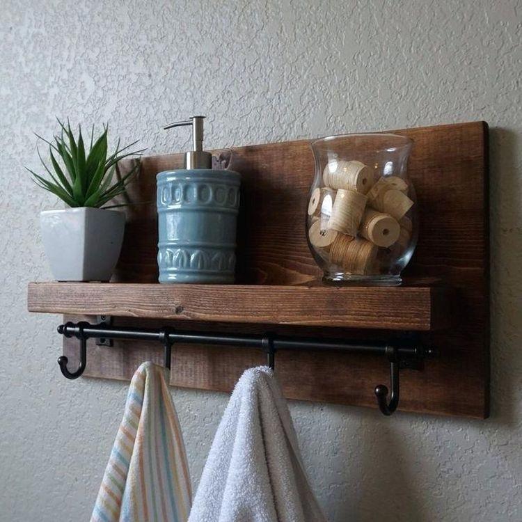 Дерев'яна поличка для ванни у стилі кантрі