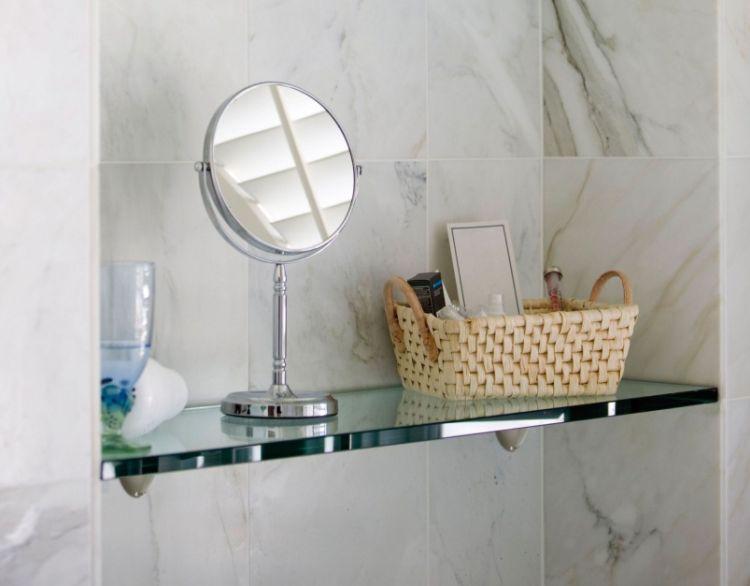Скляна поличка для інтер'єру ванної кімнати