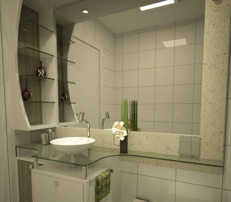 Інтер'єр ванної кімнати з полицями зі скла