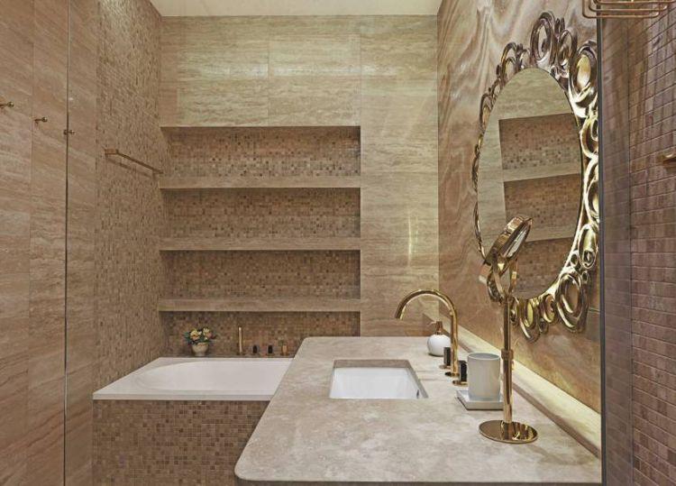 Полиці з керамічної плитки в інтер'єрі ванної кімнати