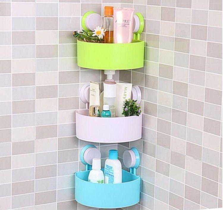 Кутові полички з пластику у сучасній ванній