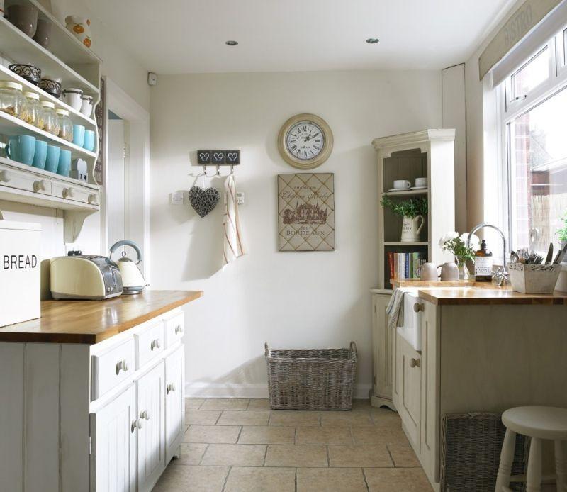 Компактна кухня з плануванням у два ряди
