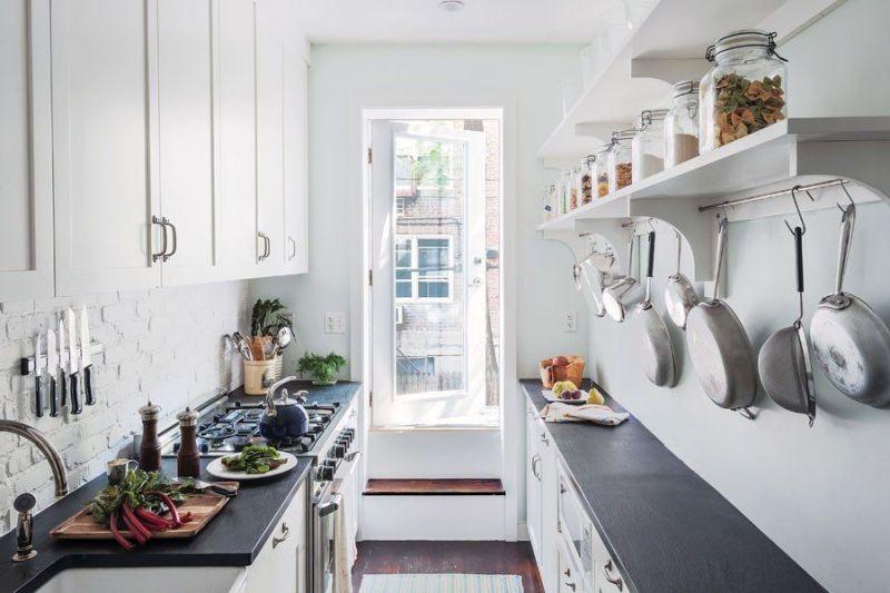 Світла кухня у два ряди