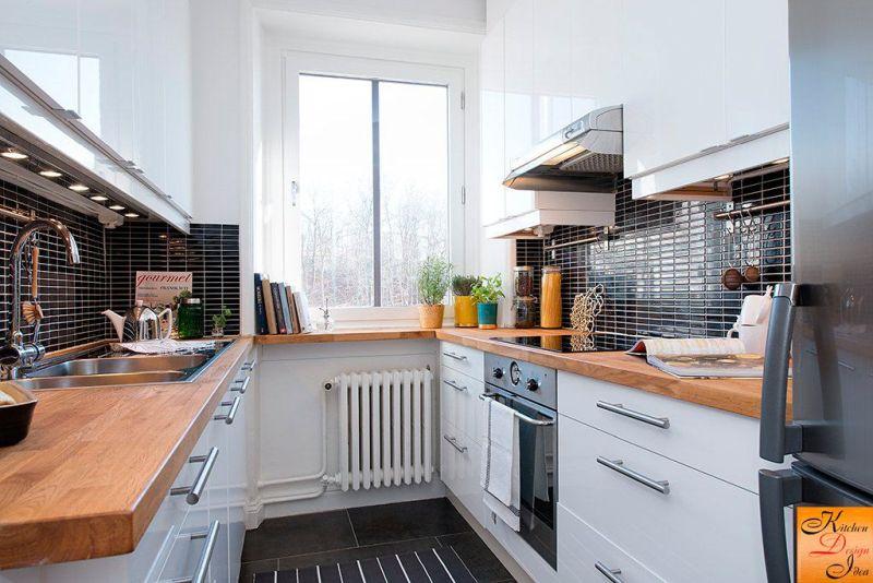 Кухня у дві лінії з вікном