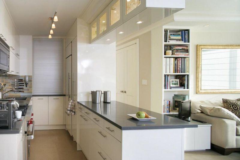 Кухня у дві лінії, одна з яких відокремлює вітальню від робочої зони
