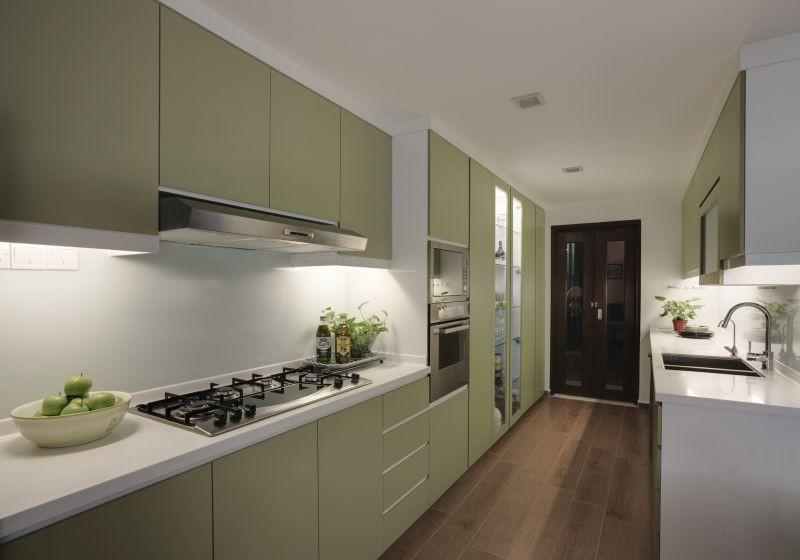Паралельне планування в інтер'єрі вузької кухні