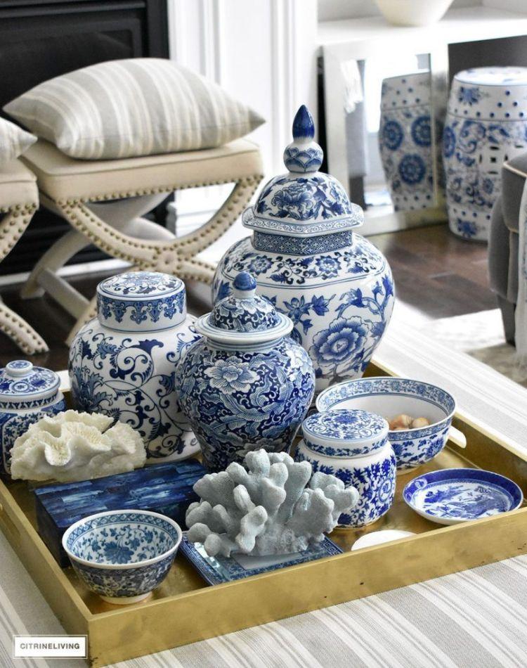 Посуд, прикрашений квітковими візерунками