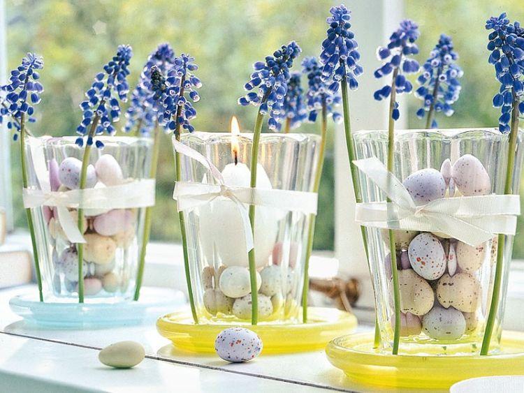 Весняний декор для столу з використанням мускарі