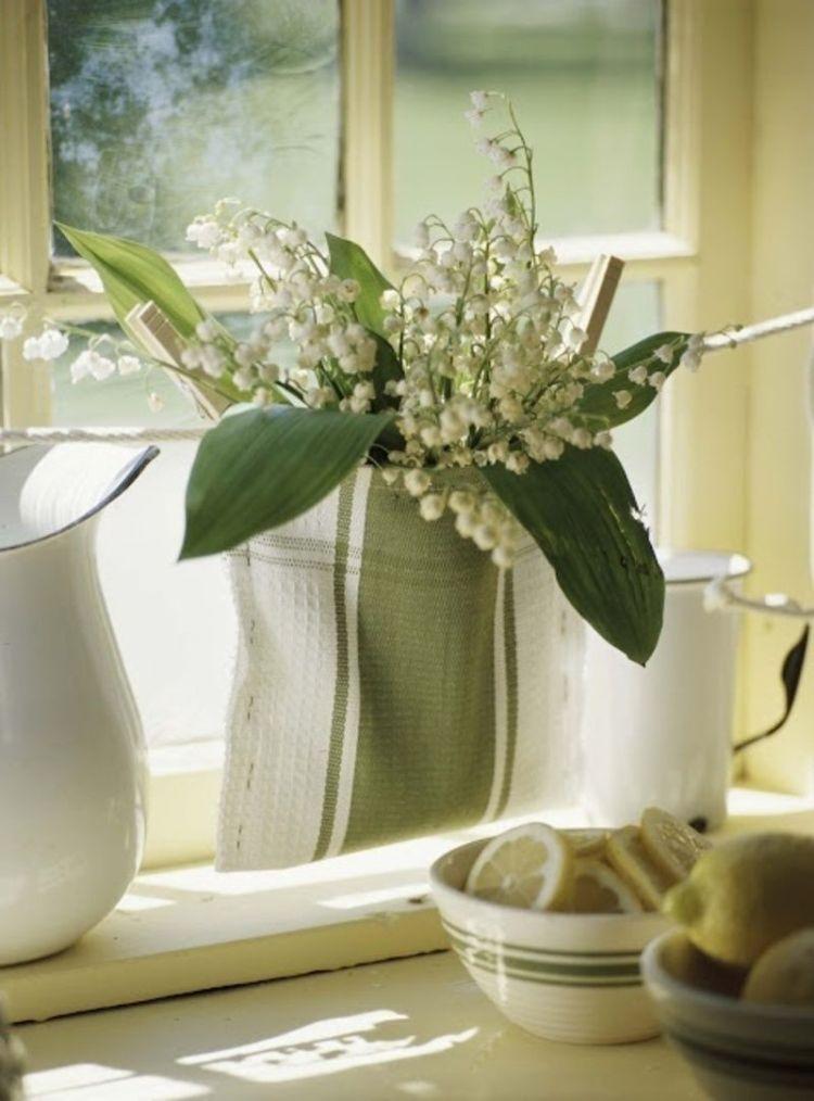 Весняні квіти: декор з конвалії в інтер'єрі кухні
