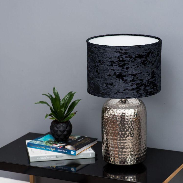 Неймовірний світильник з чорним оксамитовим абажуром