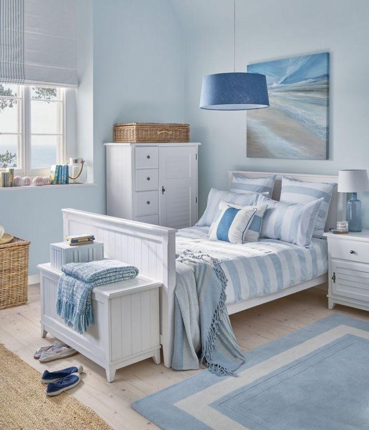 Біло-блакитний інтер'єр дитячої кімнати