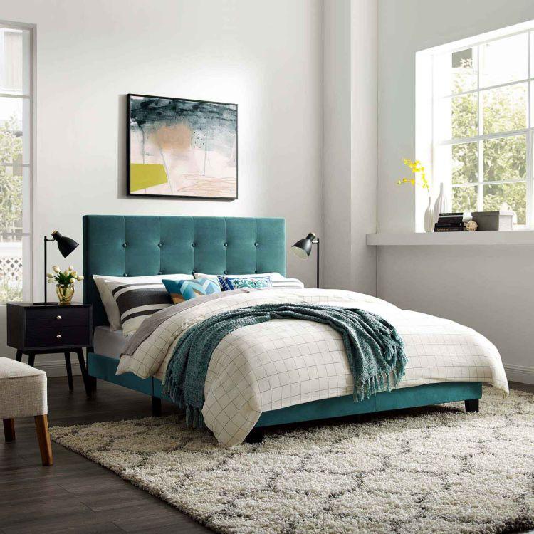 Ліжко з декоративним узголів'ям з оксамиту