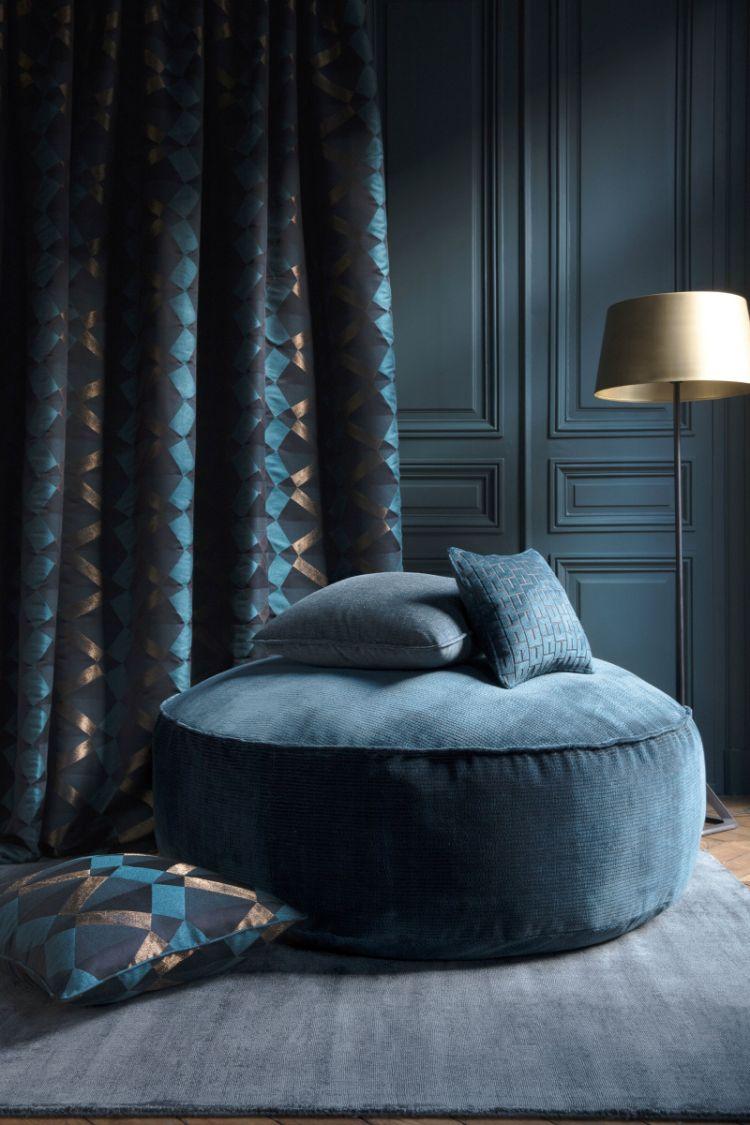 Одноколірний оксамитовий килим