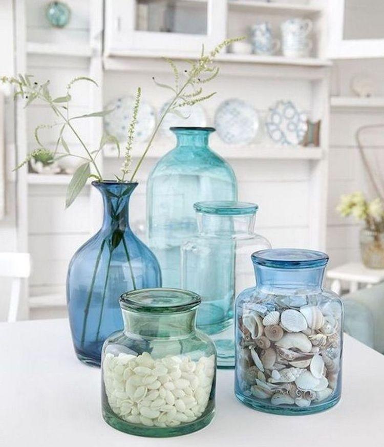 Скляні вази у морських кольорах