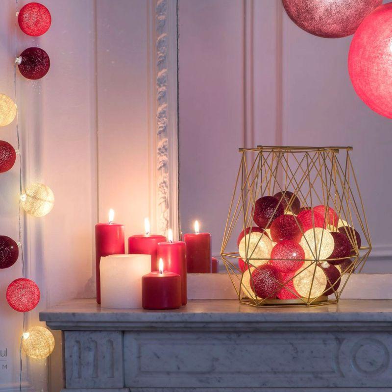 Зимовий декор: гірлянди та свічки