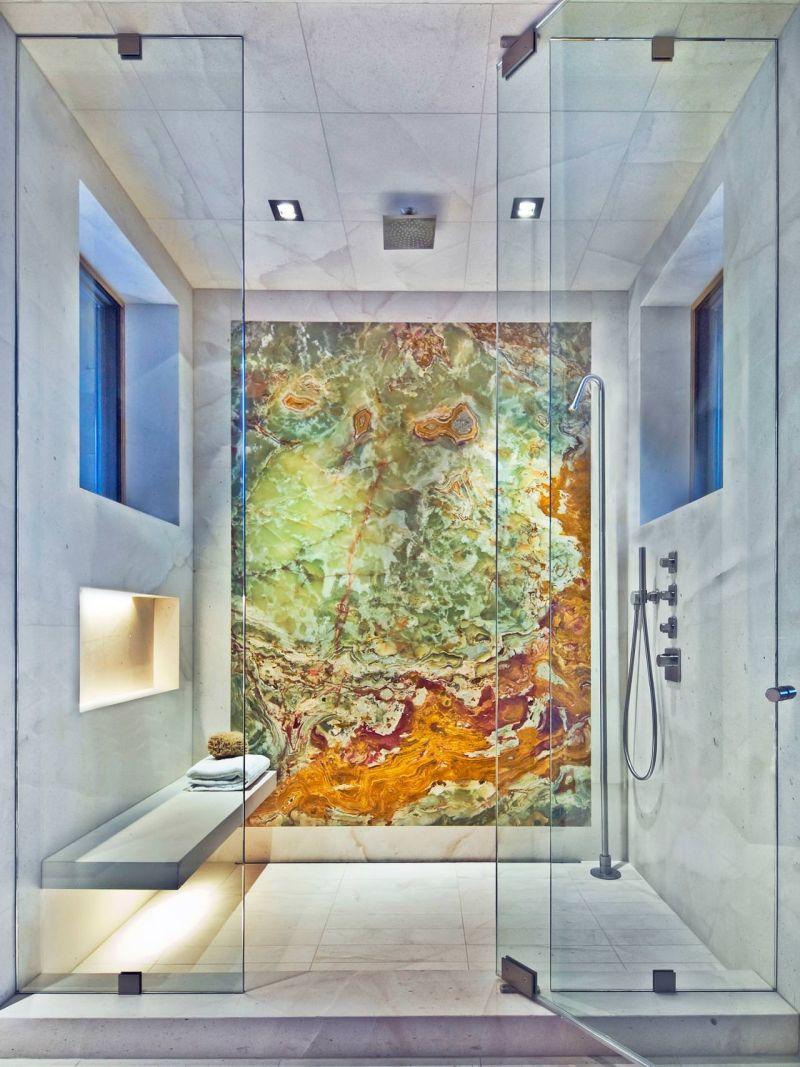 Яскравий дизайн з підсвічуванням у душовому відсіку