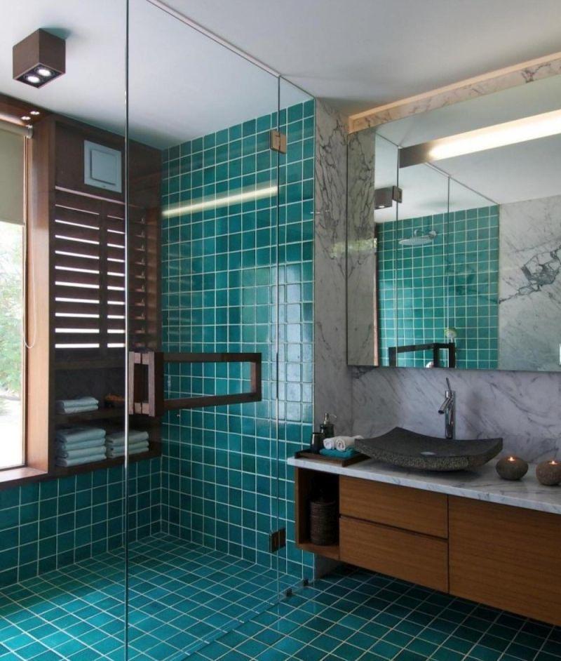 Безбар'єрна душова кабіна, облицьована смарагдовою плиткою