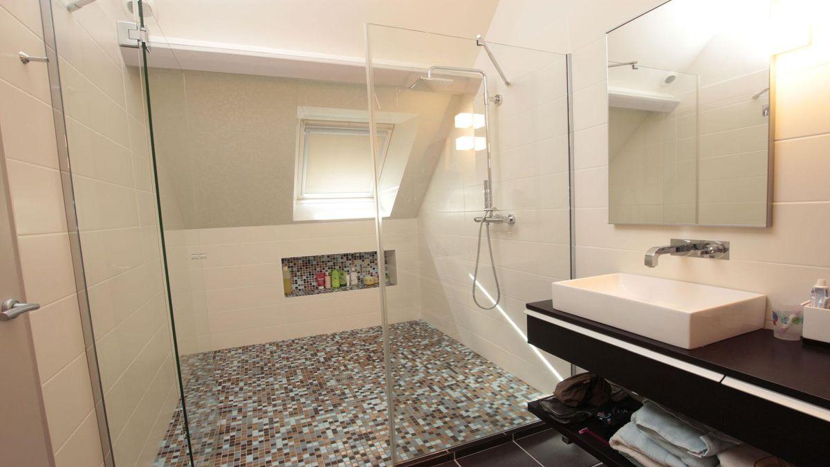 Душ без піддона – практичний варіант для маленької ванної кімнати