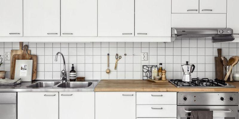 Скандинавські квадрати - кухонний фартух з білих кахлів