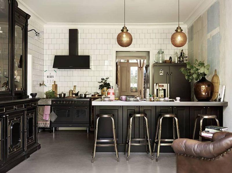 Скандинавська квадратна біла плитка в інтер'єрі кухні