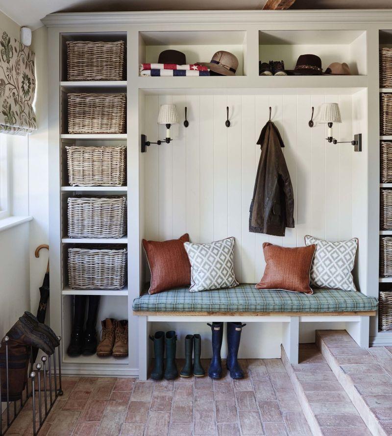 Підлога з цегли у передпокої сільського стилю