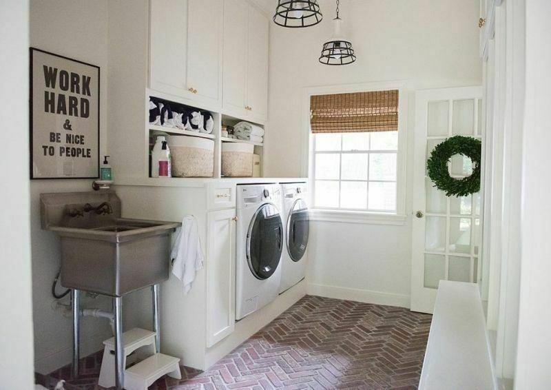 Підлога з цегли у пральній кімнаті