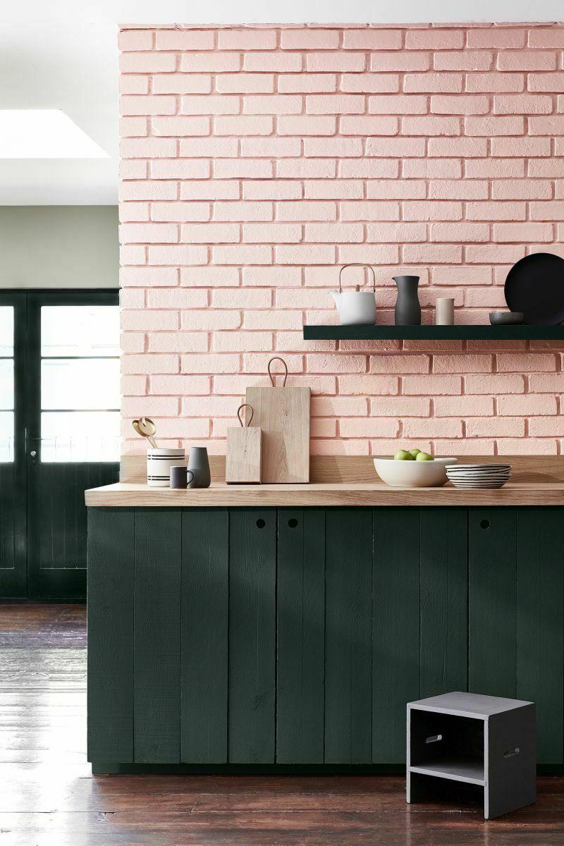 Рожевий кухонний фартух з цегли