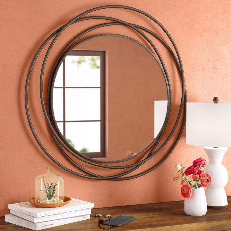 Оригінальна рамка змінює сприйняття форми дзеркала.