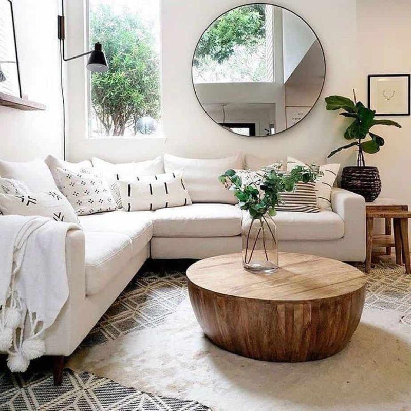 Дзеркало круглої форми у вітальні ніколи не буде зайвим.