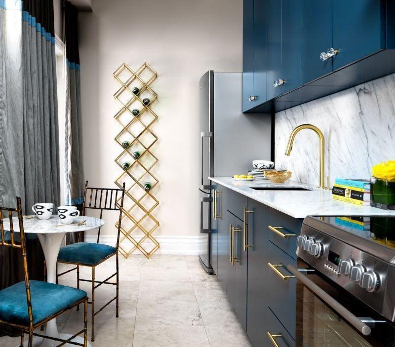 Вузька кухня синього кольору