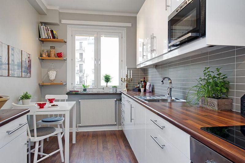 Вузька кухня: меблі без зайвого декору