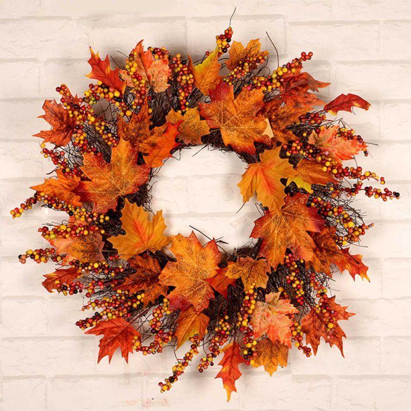 Віночок з осіннього листя гілок та ягід