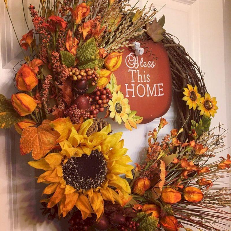 Осінні віночки: на основі з гілок - сухоцвіти, ягоди та штучні декоративні елементи