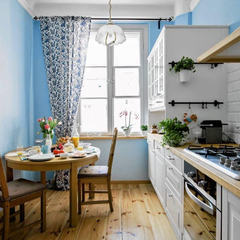 Вузька кухня: обідній куточок