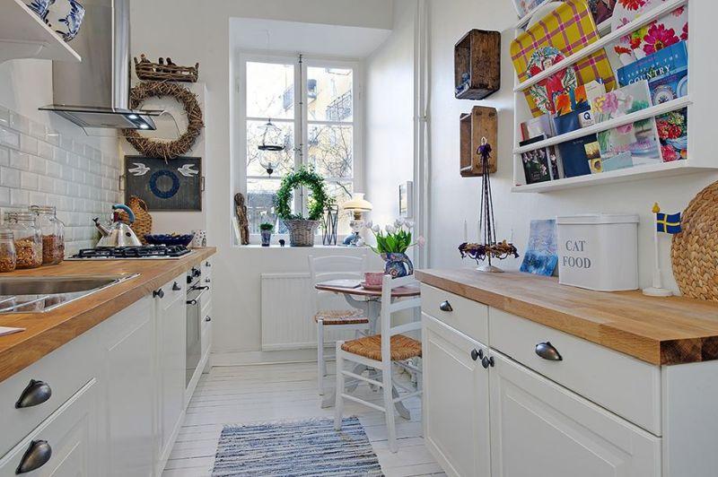 Підлога паралельно вузькій стіні у маленькій кухні