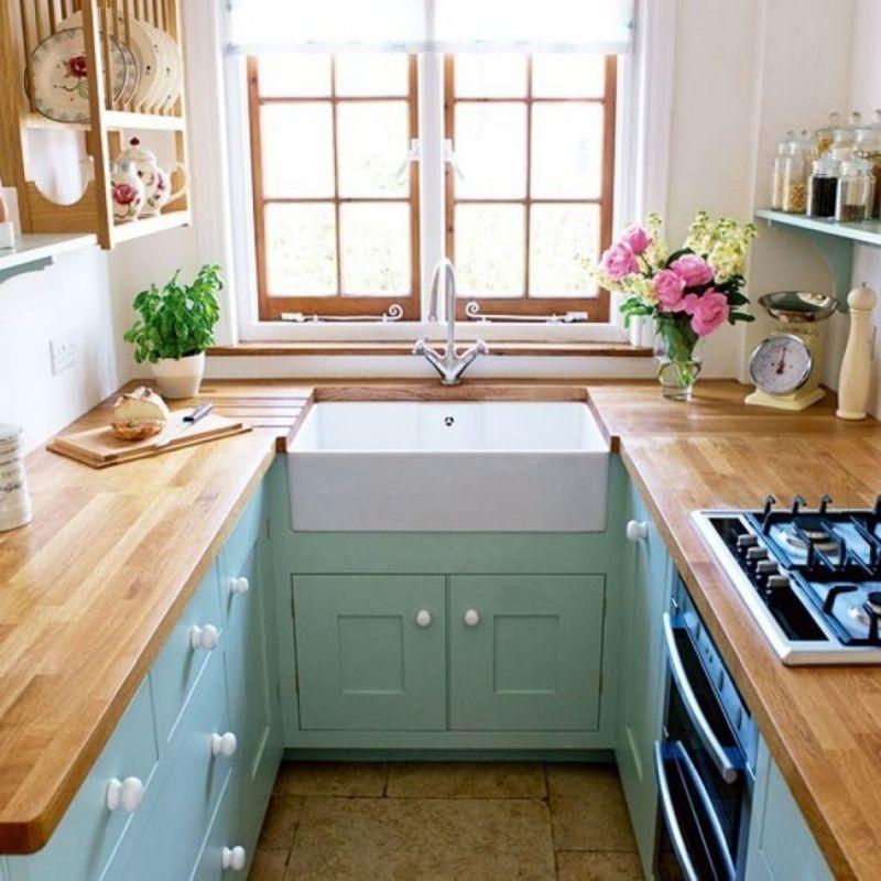 Вузька кухня: відкриті полиці замість верхніх шаф